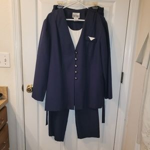 Kari's Korner 2-pc suit